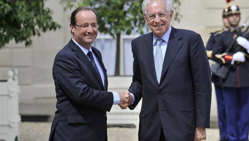 Mario Monti se reúne con el presidente de Francia, François Hollande