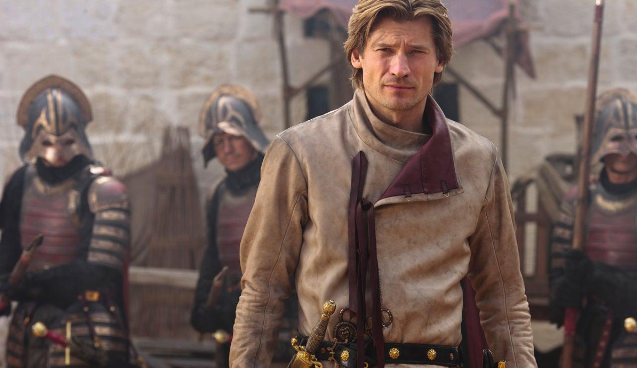 Jaime Lannister plano medio