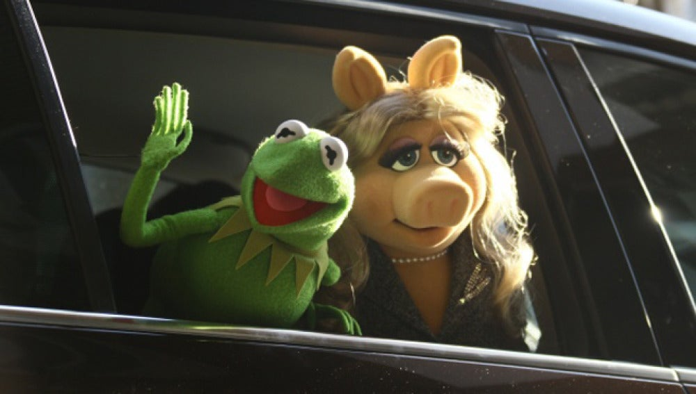 La rana Gustavo junto a la cerdita Peggy