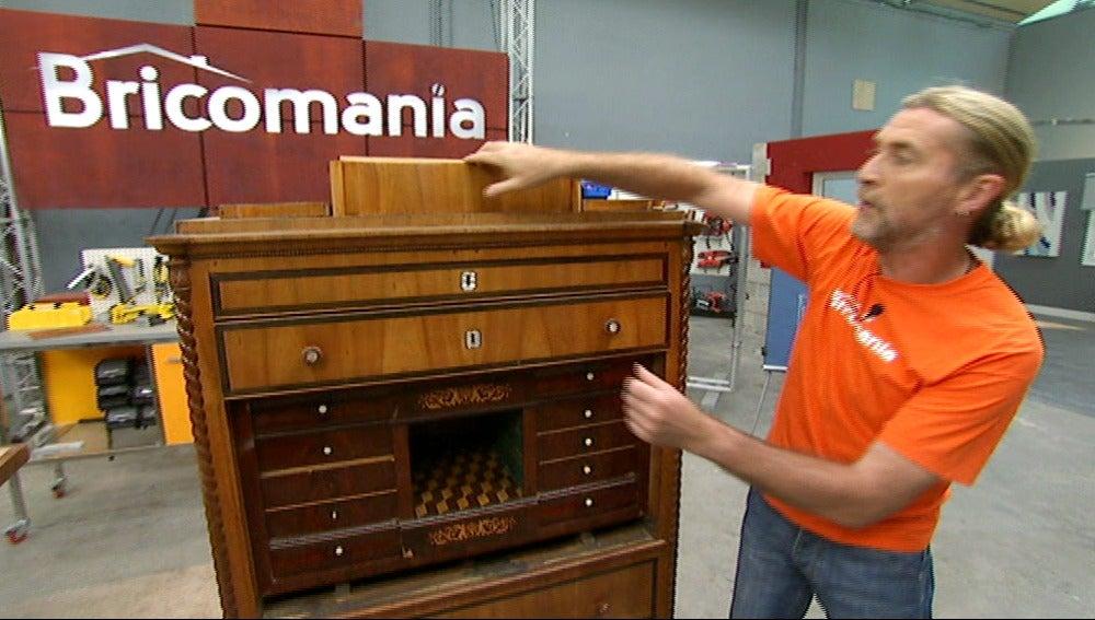 Antena 3 tv restauramos un mueble antiguo for Muebles bricomania