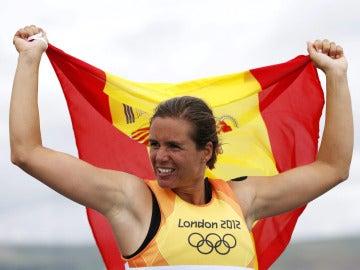 Alabau celebra su medalla de oro en Weymouth