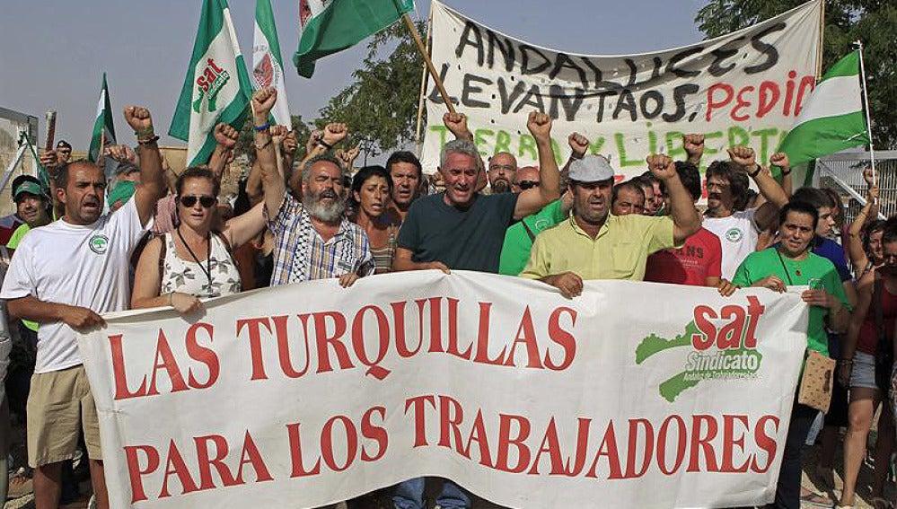 Gordillo y los jornaleros abandonan Las Turquillas