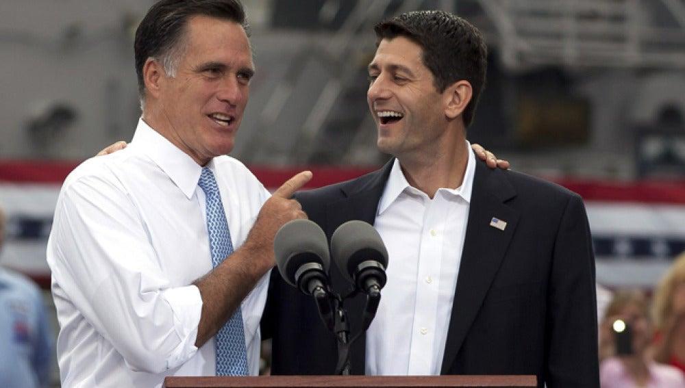 Paul Ryan, junto a Mitt Romney