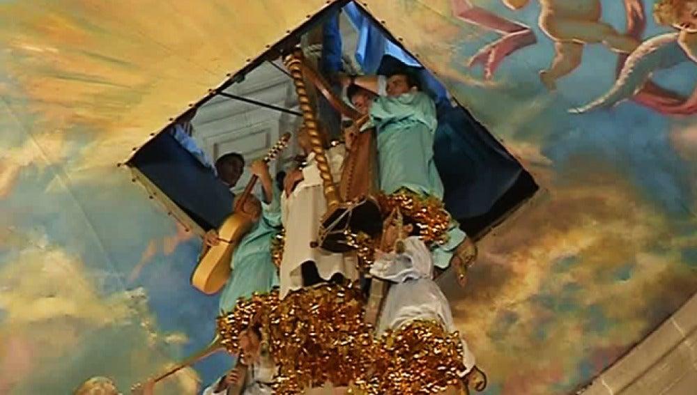 La localidad alicantina de Elche celebra su Misterio como cada 15 de agosto