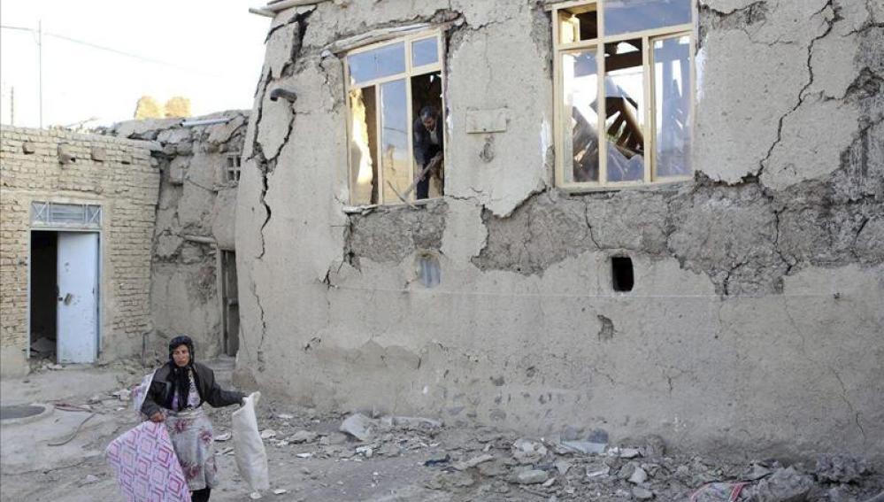 Damnificados del terremoto en la localidad de Varzaqan