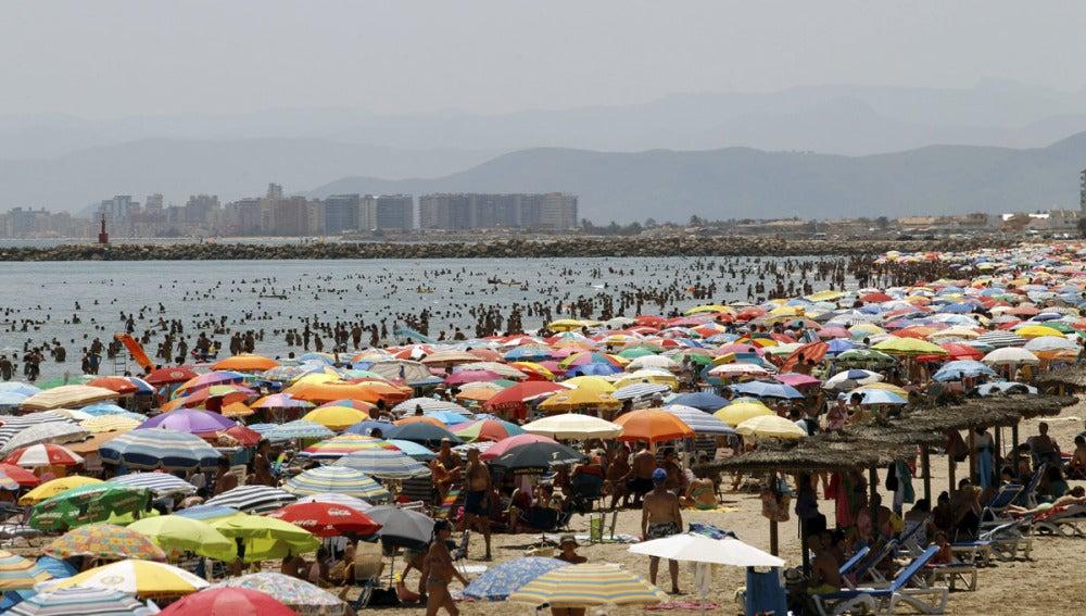 Día de calor en la playa de Cullera