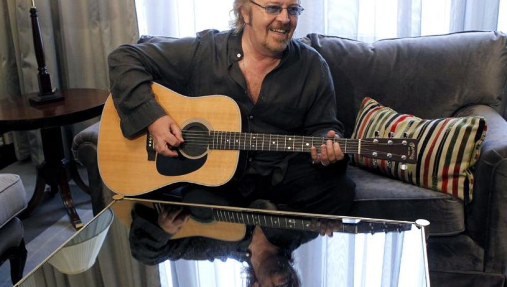 Umberto Tozzi a la guitarra