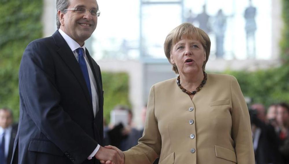 Merkel se reúne con Samaras para hablar sobre Grecia