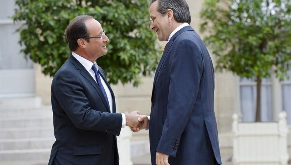 El presidente francés, François Hollande, recibe al primer ministro griego, Andonis Samarás