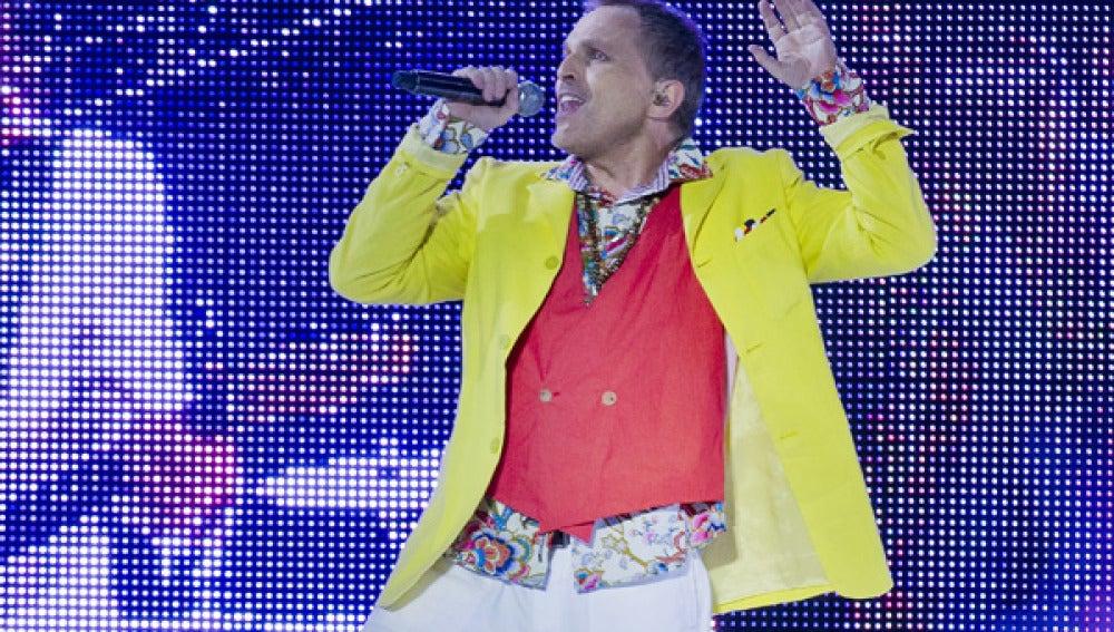 Miguel Bosé en un concierto durante este verano.