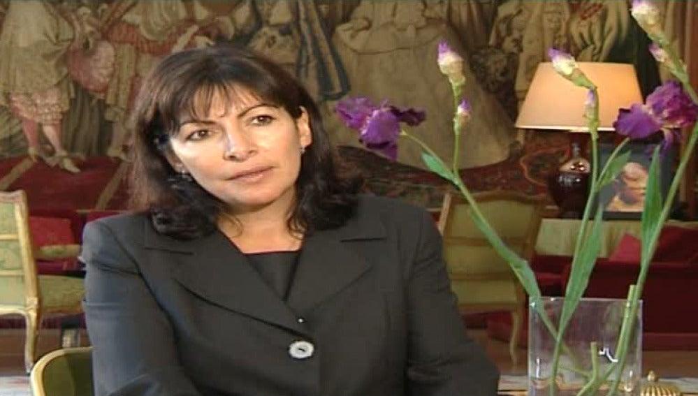 La actual teniente de alcalde de París, la socialista Anne Hidalgo
