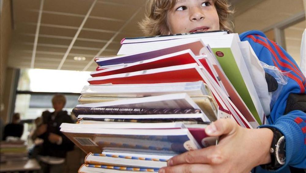 Los niños vuelven a cargarse de libros para la vuelta al cole
