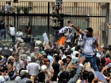 Asaltan la embajada de EEUU en Yémen