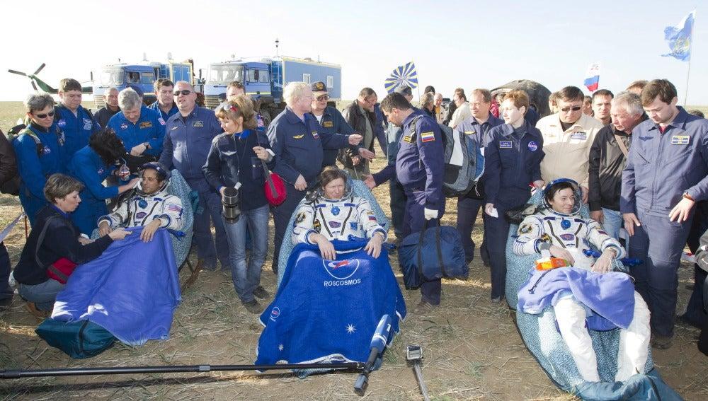La tripulación del Soyuz aterriza en Kazajistán