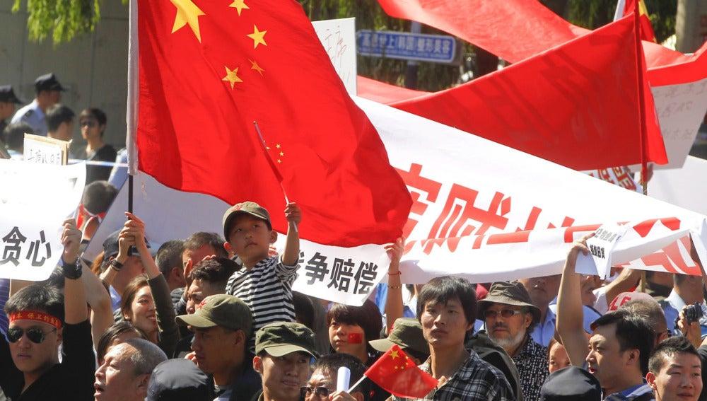 Decenas de miles de personas en las calles de China muestran su rechazo a Japón