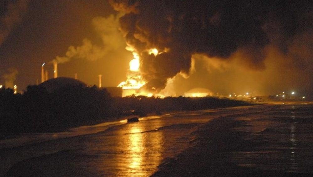 Controlado el incendio a causa de un rayo en una refinería venezolana