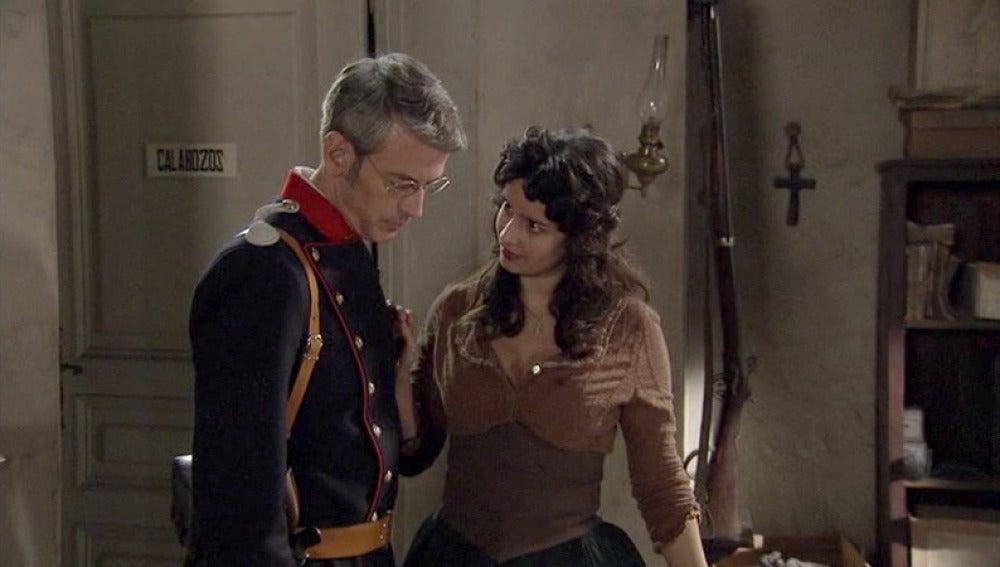 Pilar intenta seducir a Ferrer para salvar a Lucero