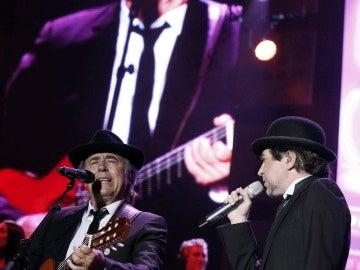 Serrat a la guitarra y Sabina como vocalista