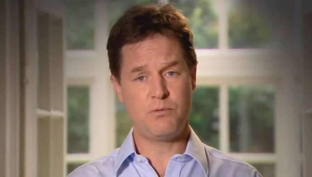 Nick Clegg pide perdón por incumplir una promesa electoral