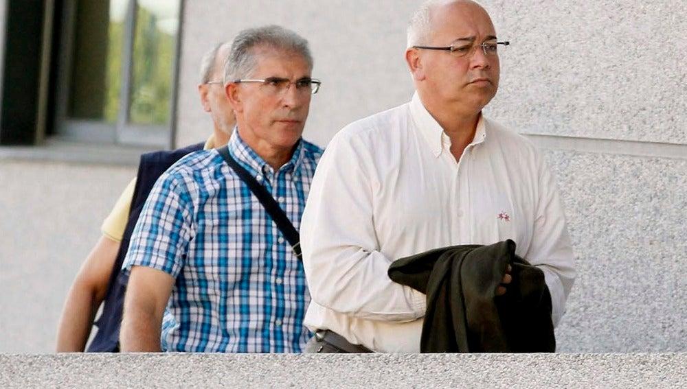 Adolfo Gacio (derecha), alcalde de Boqueixón
