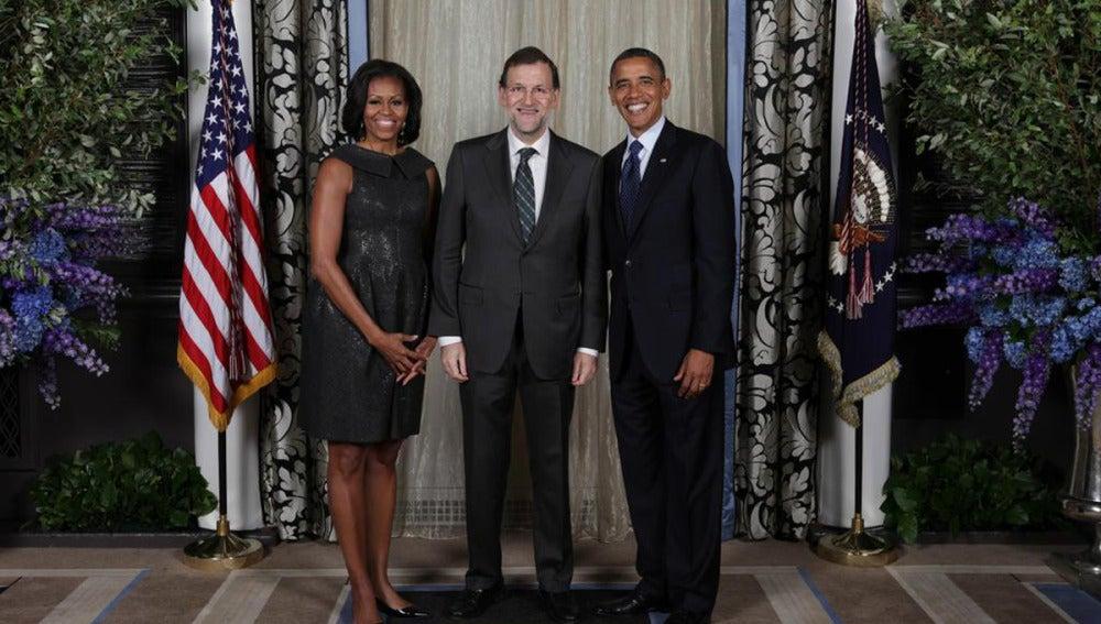 Rajoy posa con el presidente de EEUU y la primera dama