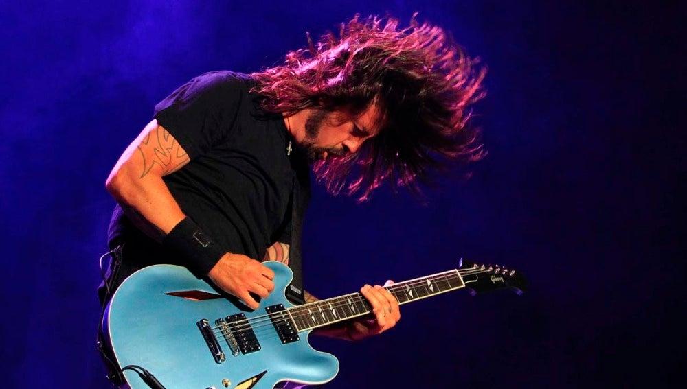 Dave Grohl, líder de Foo Fighters en un concierto