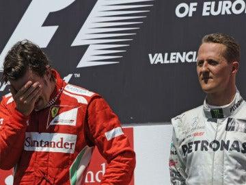 Schumacher junto a Alonso en el podio de Valencia