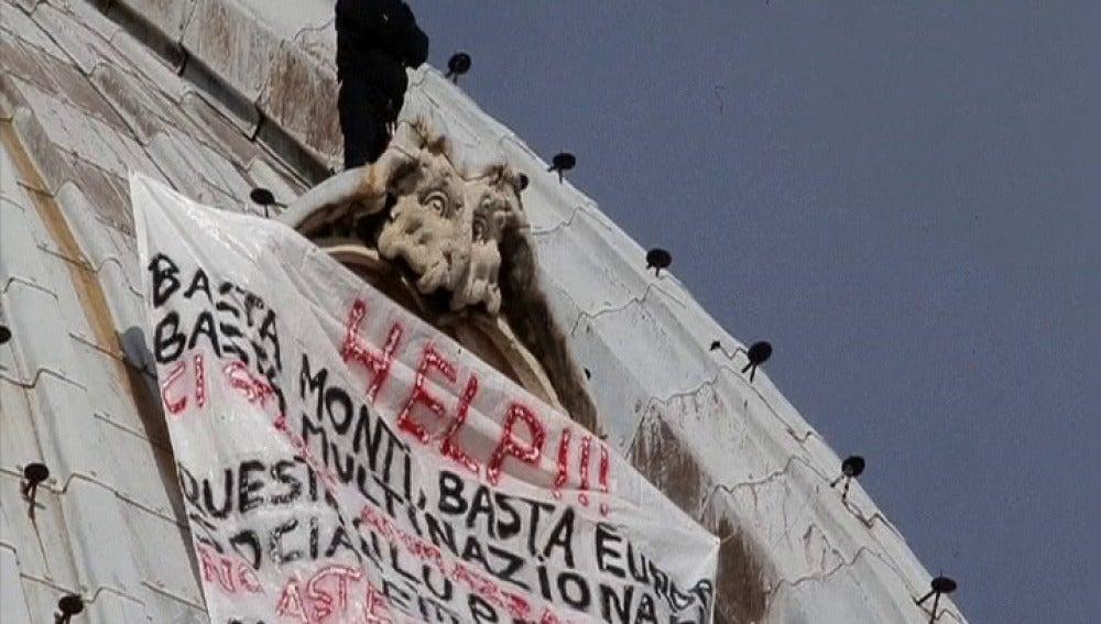 Empresario subido a la cúpula del Vaticano