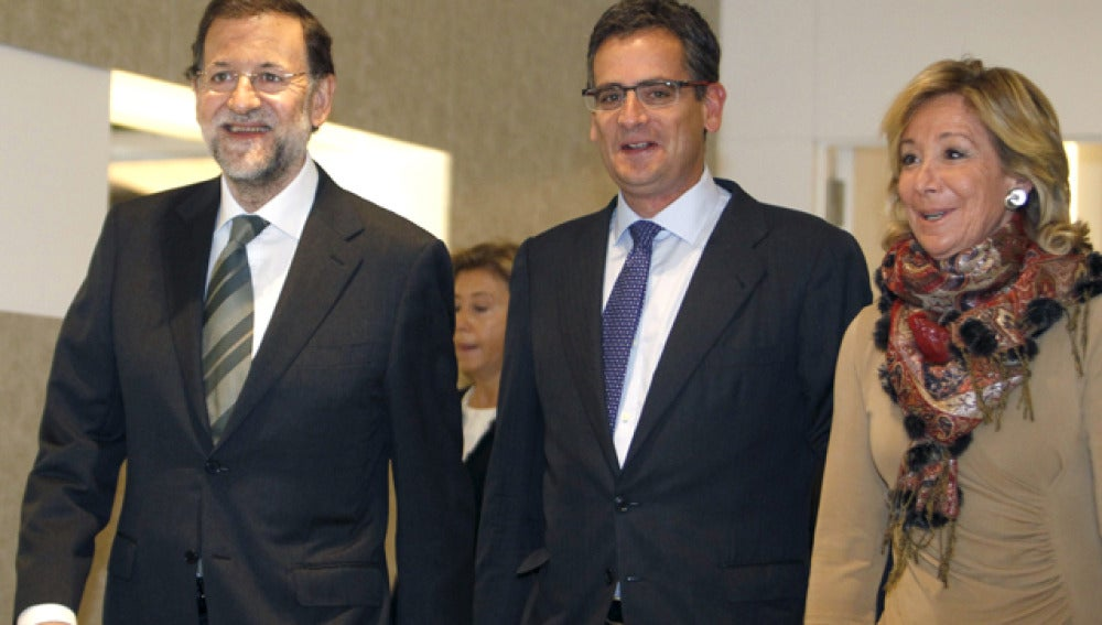 Esperanza Aguirre, junto a Basagoiti y Rajoy
