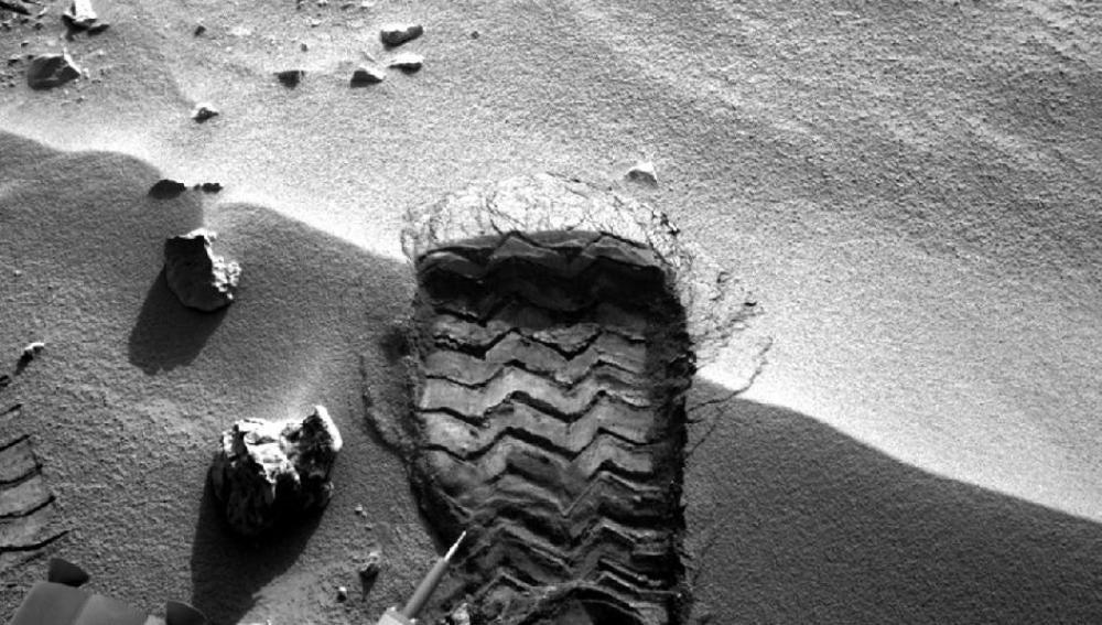 Primera huella del Curiosity en Marte