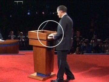¿Utiliza Romney una chuleta en el debate electoral?