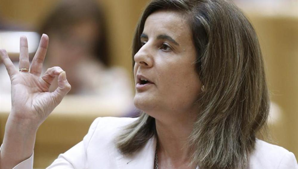 La ministra de Empleo y Seguridad Social, Fátima Báñez, durante su intervención en el Senado