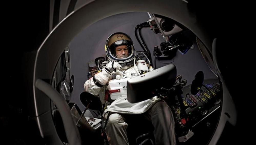 Felix Baumgartner en el interior de la cápsula