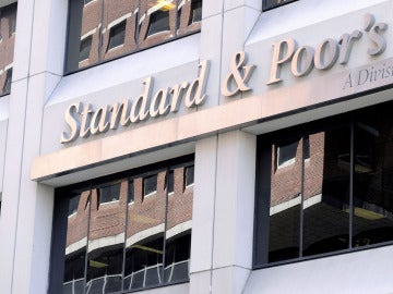 La agencia de calificación Standard & Poor's rebaja la nota de España en dos escalones.