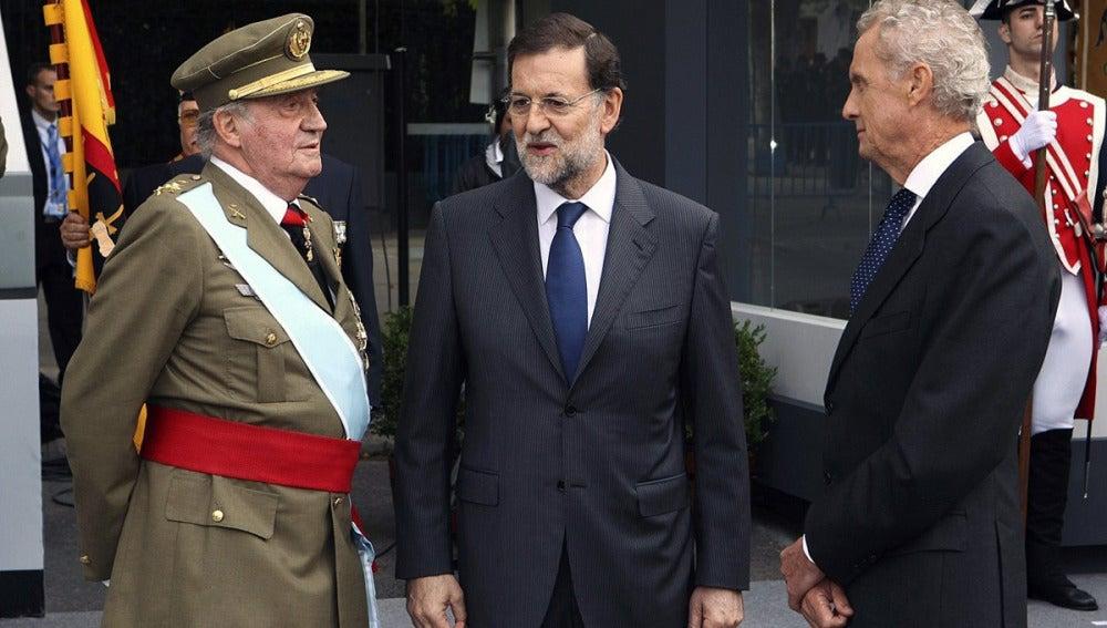 El Rey, Mariano Rajoy y el ministro Morenés en la Fiesta Nacional