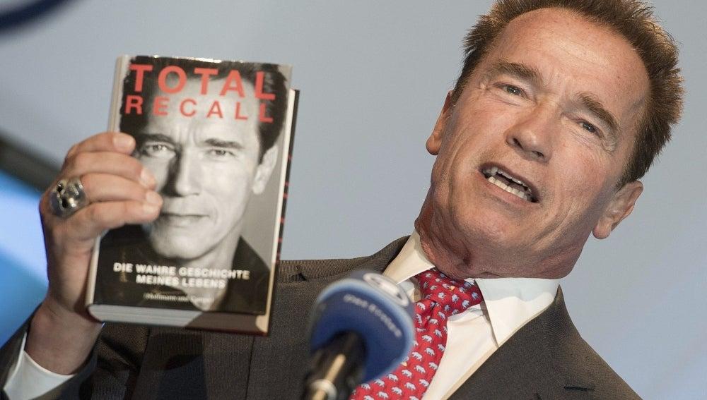 Arnold Schwarzenegger presenta sus memorias