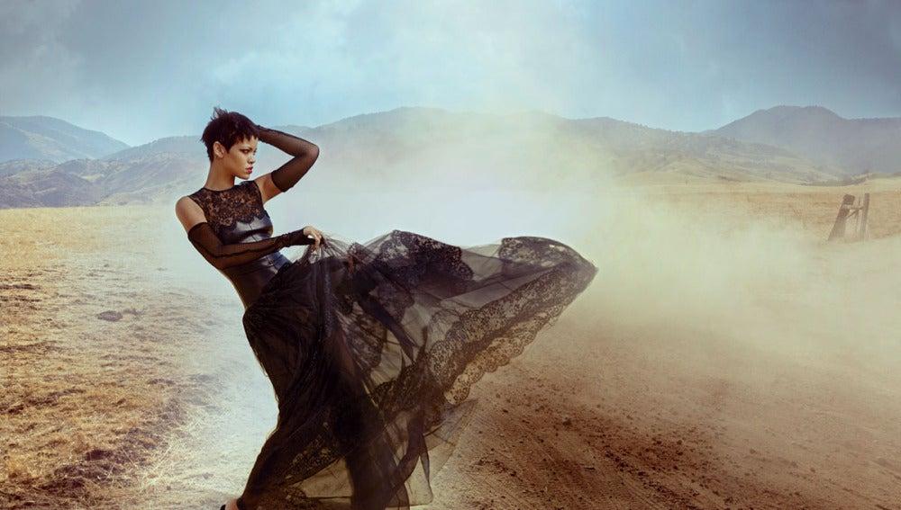 Rihanna deja 'echo polvo' este vestido de Valentino