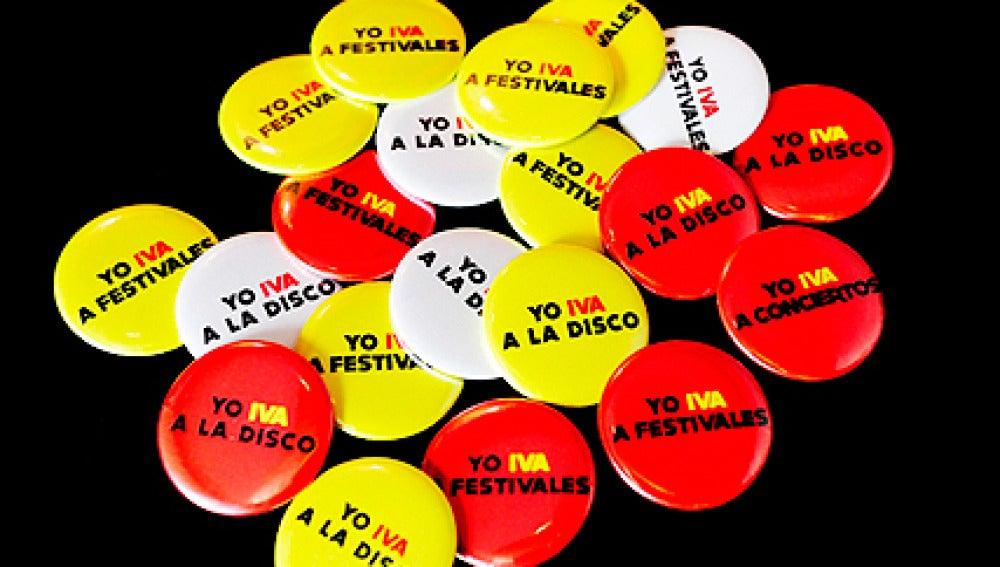 """Chapas de la campaña """"Yo 'IVA' a..."""", promovida por el sector del espectáculo"""