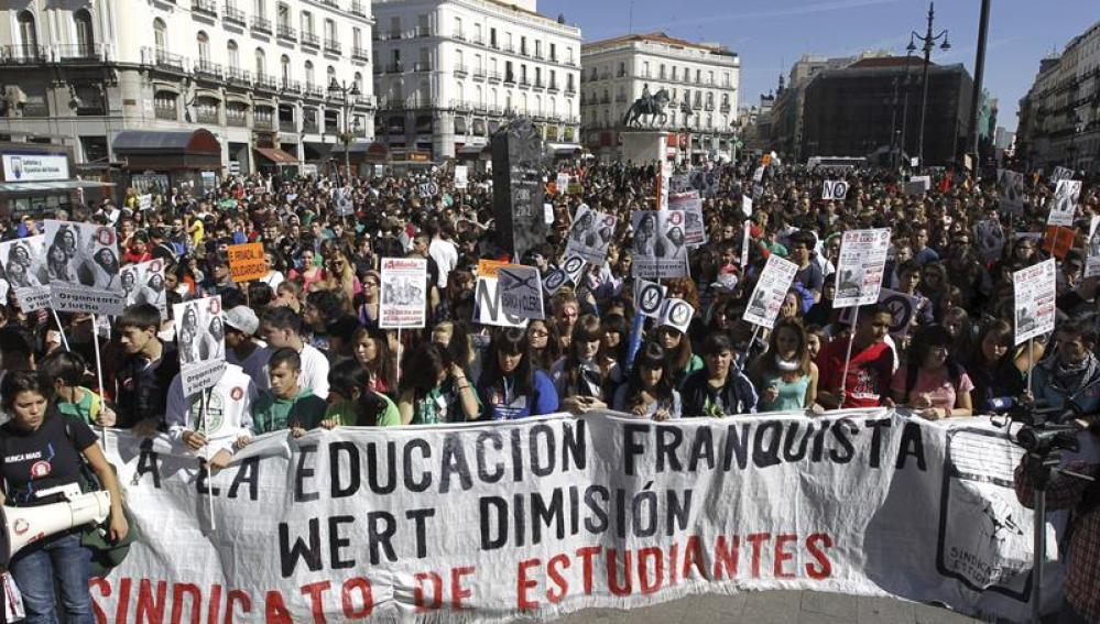 cabecera de la manifestación se estudiantes en Madrid
