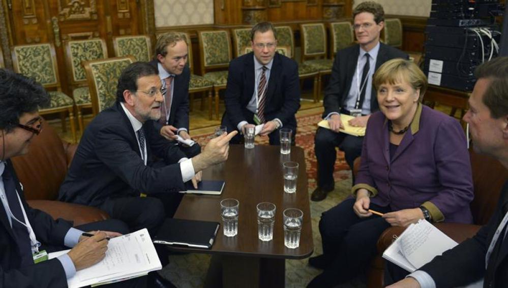 Rajoy mantiene un encuentro con Merkel en Bucarest