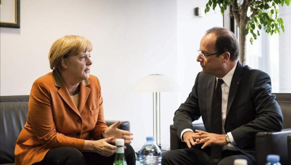 Angela Merkel y François Hollande se reúnen en el marco del Consejo Europeo