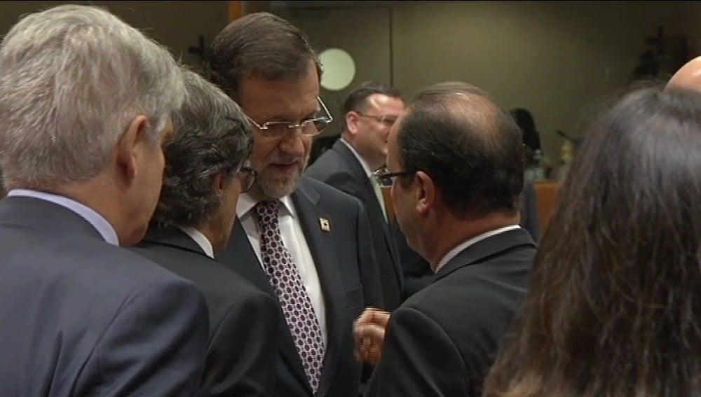 Mariano Rajoy conversa con el presidente francés, François Hollande