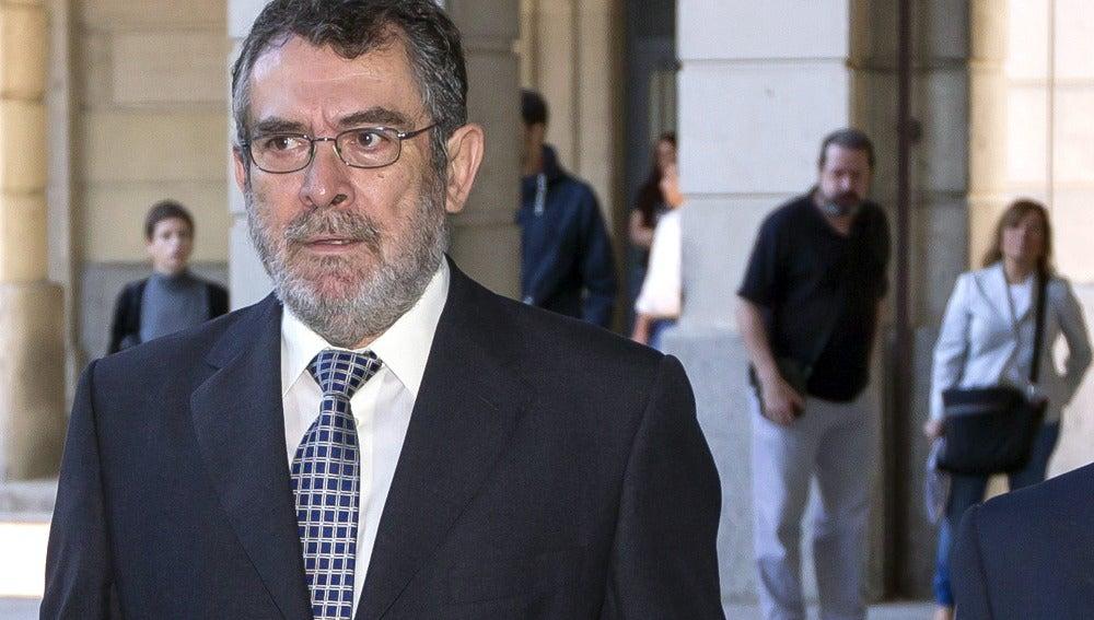 El jurado popular ha declarado hoy culpables de cohecho a tres de los acusados en el juicio por la petición de comisiones en Mercasevilla