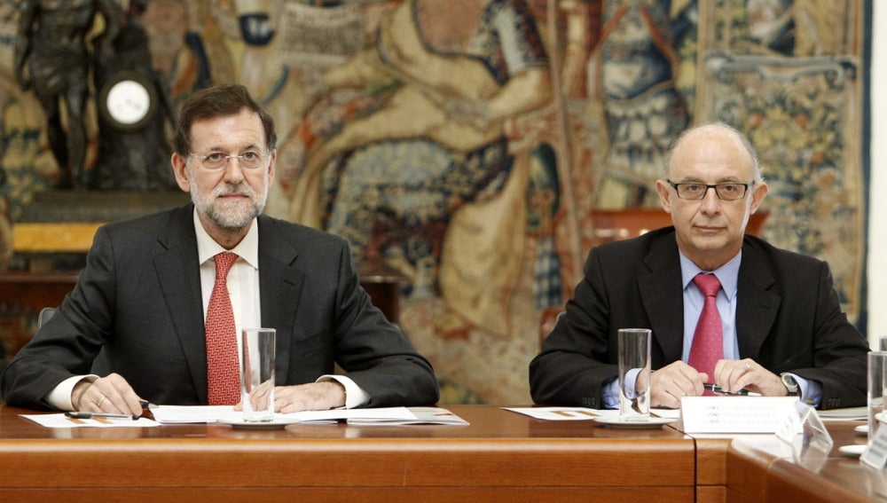 Rajoy con Cristóbal Montoro tras la reunión con la Agencia Tributaria