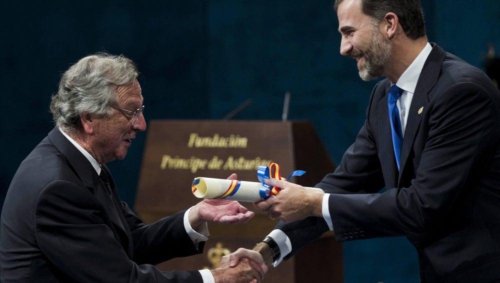 El Príncipe Felipe entrega al arquitecto español Rafael Moneo, el premio