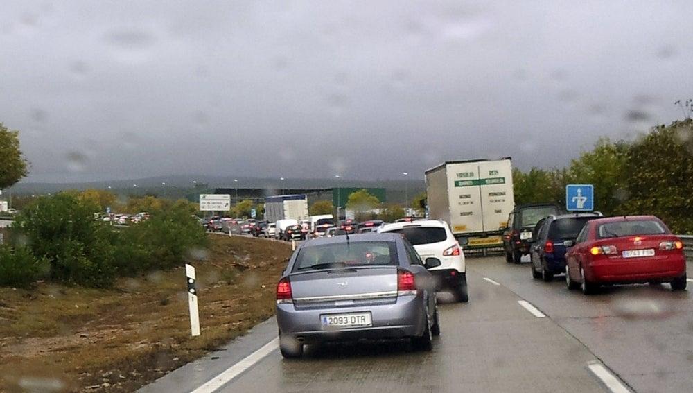 Retención de vehículos en la A-4, en la localidad de Guarromán (Jaén)