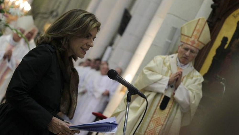 La alcaldesa de Madrid, Ana Botella, durante la misa