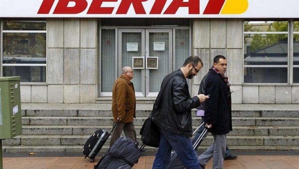Iberia comienza a negociar este miércoles con los sindicatos