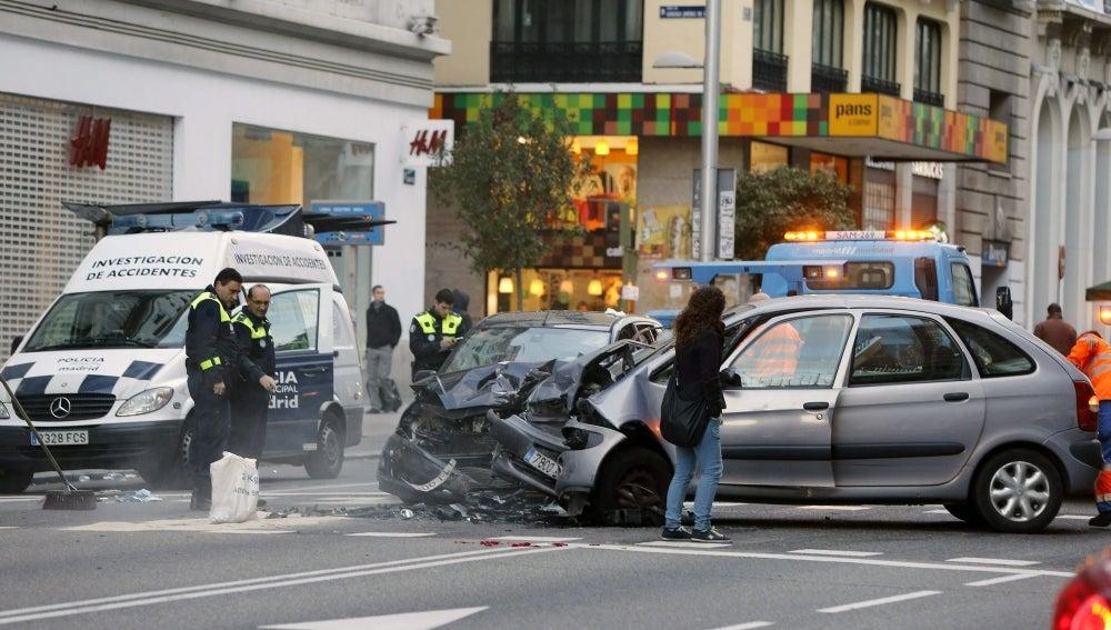 Estado en el que han quedado los dos vehículos que han colisionado en Gran Vía
