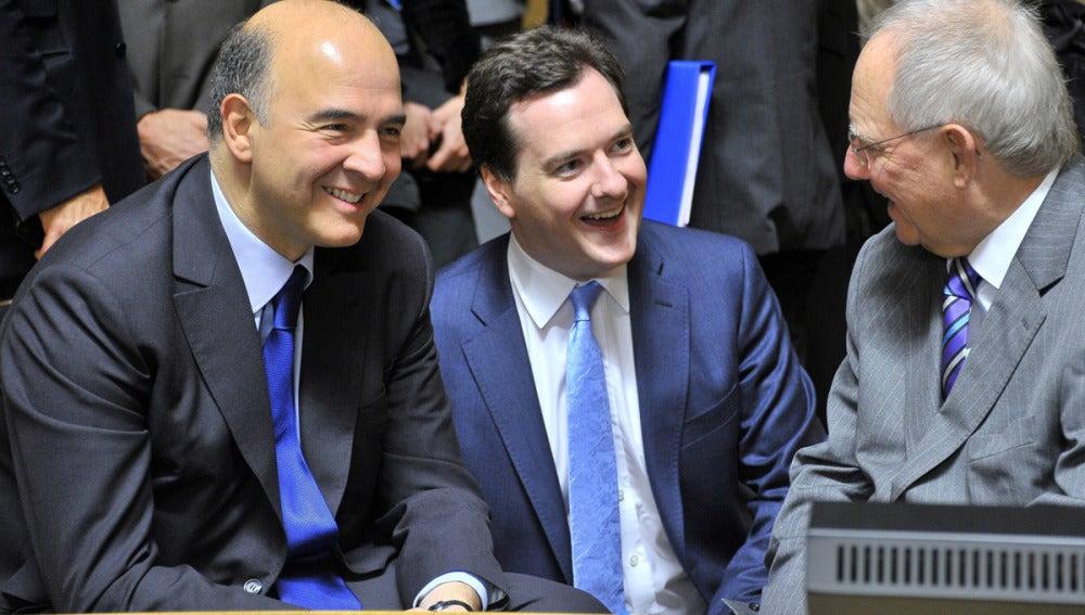 El ministro de finanzas francés, su homólogo alemán y el titular de economía británico